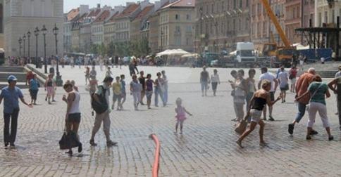 watda er curtain in krakowskie przedmiescie, facebook.com/WarsawSpottedbyLocals