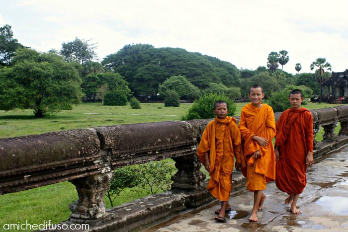 monaci-bambini-ad-angkor-watMODIFICATO